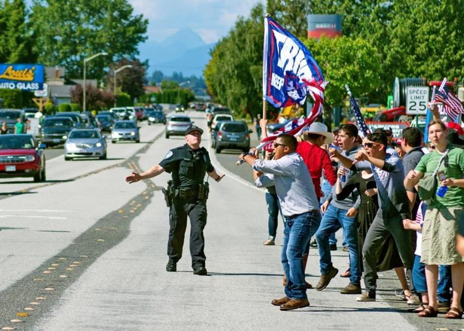Flag waver and trump sign Lynden 070520